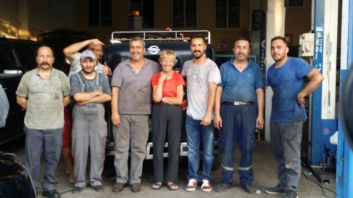 """Und dann wurde Hudo """"in die Mangel"""" genommen und wir HERZLICHT in Ankara in Empfang genommen. DANKE SEREF AUTO Hayrettin und sein Sohn Kayhan"""