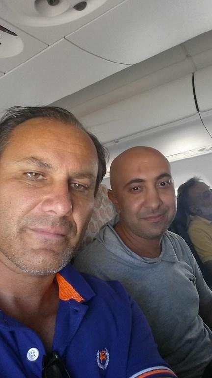 Ein Mann verlässt sein Land für immer, viel Glück Hamid in Amerika