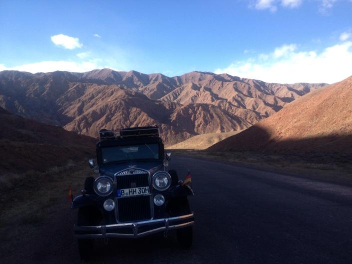 HUDO fährt langsam brav die Berge hoch und runter