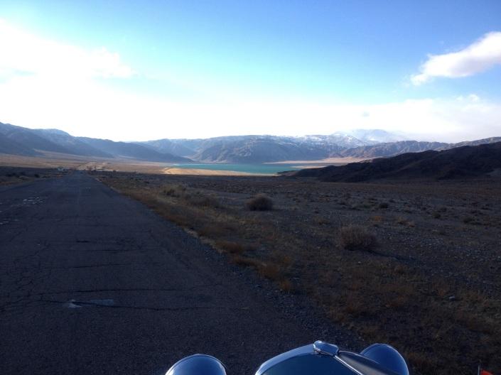 Der See hat keinen Namen , da haben wir ihn Heidi See getauf. Später erfahren wir, es ist kein See, sondern ein Wasserreservat.