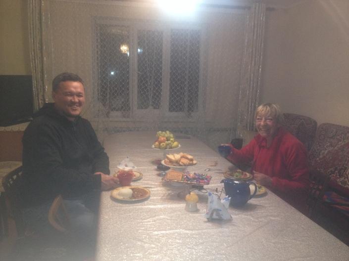 Dinner for two, für 300 Som, das sind 4,20 Euro. Da kann man nicht meckern. (das höchste Lob, was ein Berliner zu vergeben hat.)