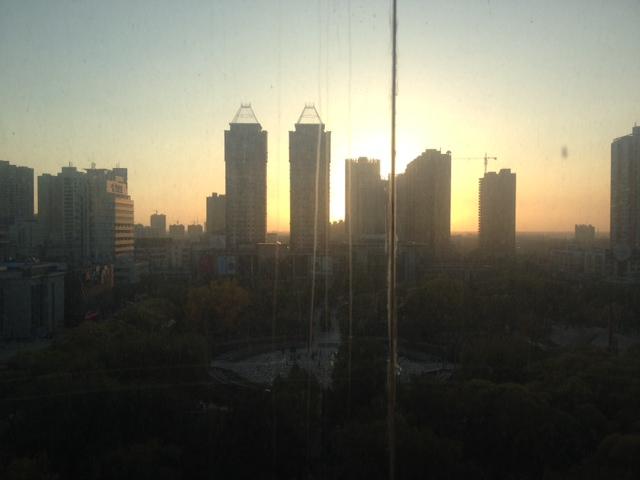 Die Sonne geht in China unter und ich suche WiFi.
