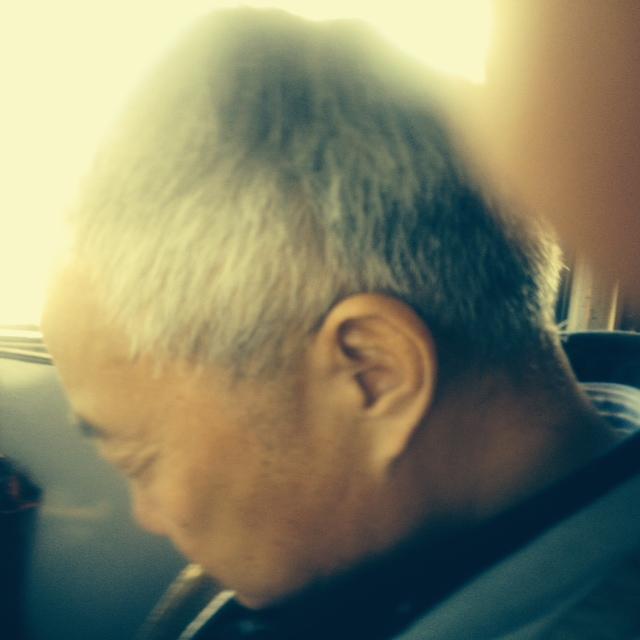 Offensichtlich vertraut Mr. Wang meiner Fahrweise, denn er macht ein Nickerchen. Für ihn ist das alles ja auch nicht neu.
