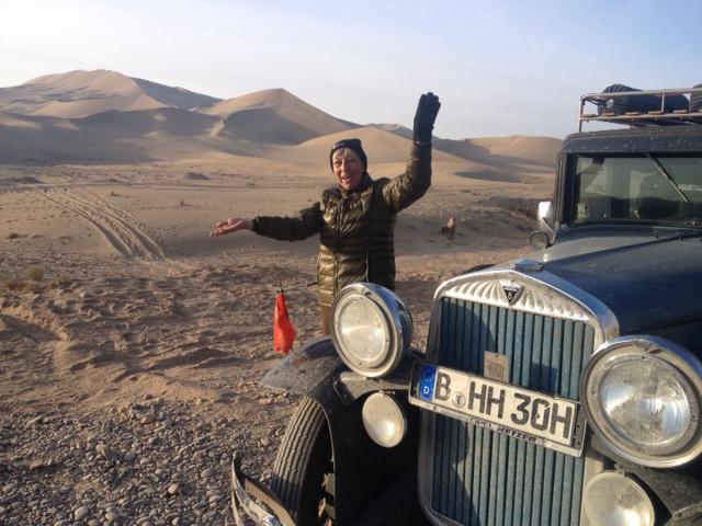 Ganz alleine in der Wüste. Schade, daß Hudo keinen Allradantrieb hat.