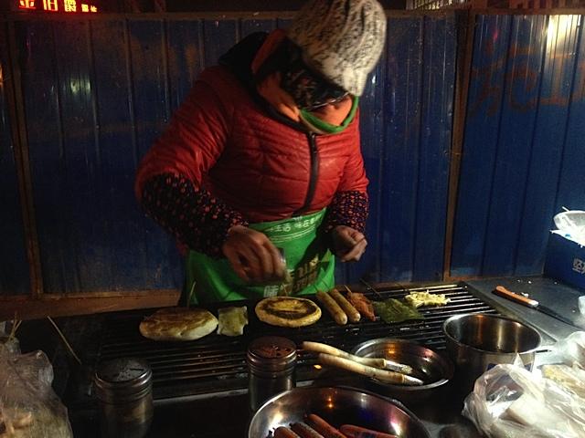 Ich esse gerne auf dem Markt. Mr. Wang nicht so gerne, wegen der Hygiene.