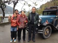 Mit dieser Familie hat sich Mr.Wang lange unterhalten und ich muss immer wieder hoffen, daß Mr.Wang mir eine Übersetzung gibt. Übrigens tragen alle jungen Mädchen Shorts über Strumpfhosen aus Leder oder ganz kurze Röckchen, das ist IN.