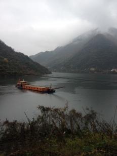 """Obwohl seit ein paar Tagen mieses Wetter ist, fühle ich mich am """"Rhein """" sehr wohl. Mal ein großer Fluss nach diesen ewigen trockenen Bergen."""