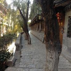 Naxi Dorf, kann die Kamera nicht weglegen