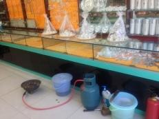 Feiner Laden mit Silberschmuck, aber die Verkäuferin hat Hunger, deshalb keine Bedienung, bei uns unvorstellbar
